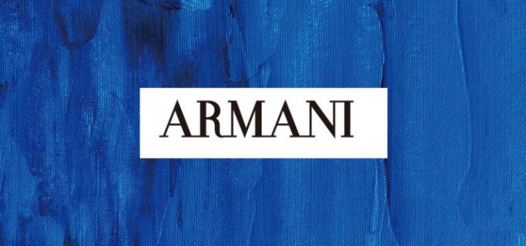 青地の画像を背景にARMANIの文字が真ん中に配置されたイメージ画像