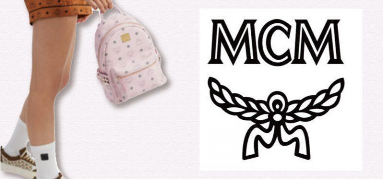 mcmの小さいバックパックを手に提げた女性の画像とその右にMCMのロゴ
